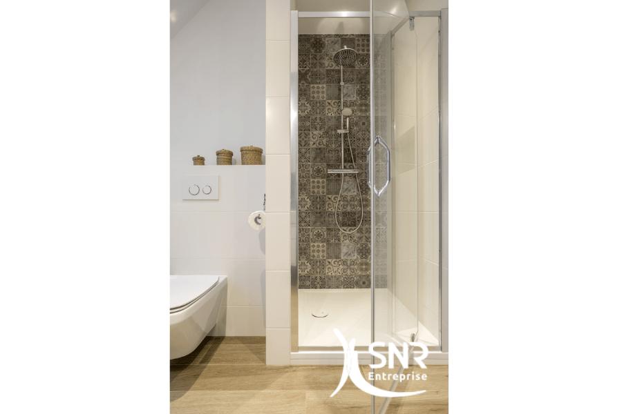 comment relooker une salle de bains en longueur. Black Bedroom Furniture Sets. Home Design Ideas