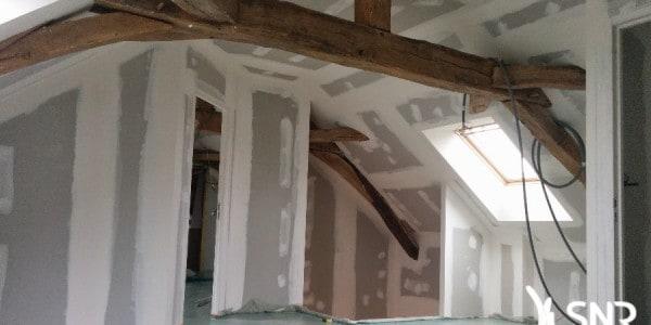 Modifier charpente traditionnelle pour aménager comble avec SNR Entreprise. Rénovation de longère et aménagement de combles dans le 53 et la 35.