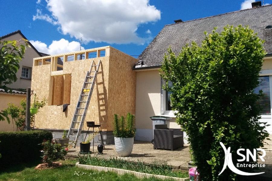 Mise en place ossature bois. Création d'un agrandissement d'habitat avec pose de fenêtre.