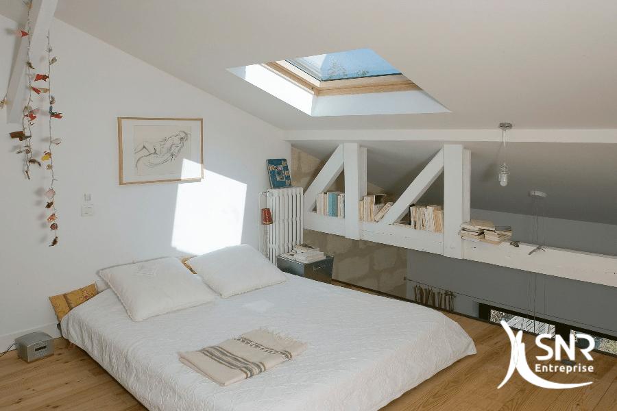 am nager des combles en utilisant les poutres pour la d coration. Black Bedroom Furniture Sets. Home Design Ideas