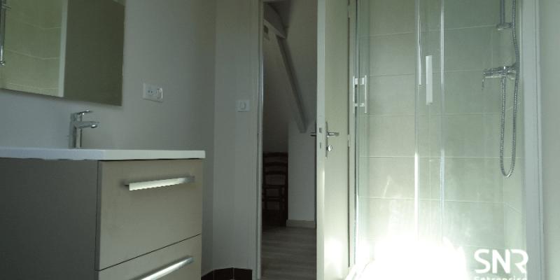 Création d'une salle d'eau dans des combles aménagés par SNR Entreprise en Mayenne et en Ille-et-Vilaine