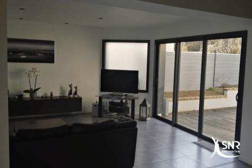 Extension d une maison pour agrandissement d un salon et accès direct au jardin