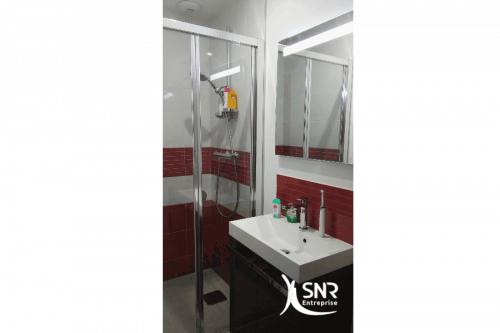 salle d eau dans les combles best un lit sous combles remplac par salle de bains sous les toits. Black Bedroom Furniture Sets. Home Design Ideas