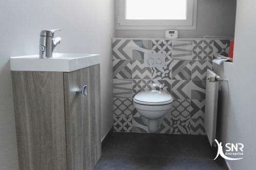 Renovation salle de bain et création de WC par SNR Entreprise
