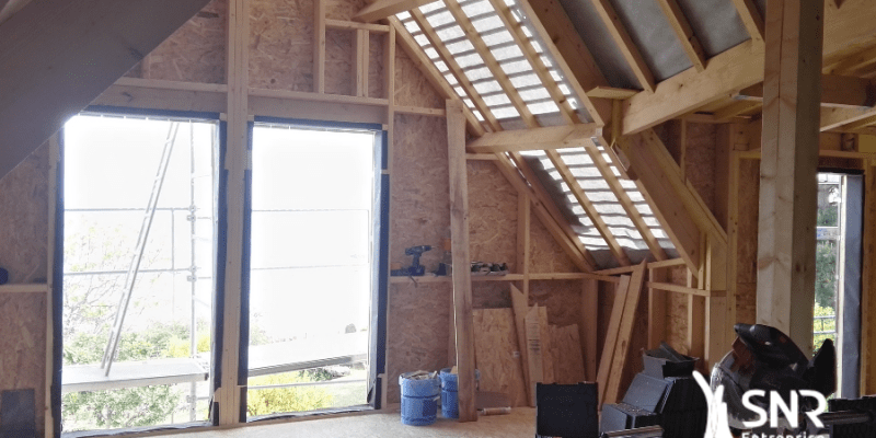 Vue intérieure d'un projet d agrandissement maison saint-malo en cours de réalisation par les équipes de SNR Entreprise