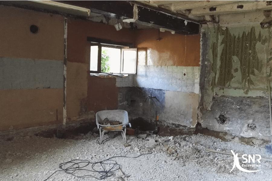 Démolition de la dalle intérieure et mise en oeuve d'une dalle isolée pour ce projet de renovation maison laval