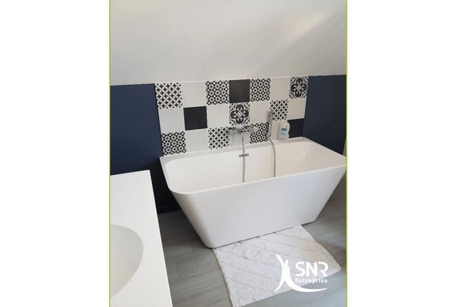 Laissez libre court à votre imagination et créez une magnifique salle de bains dans les combles aménagés par SNR Entreprise