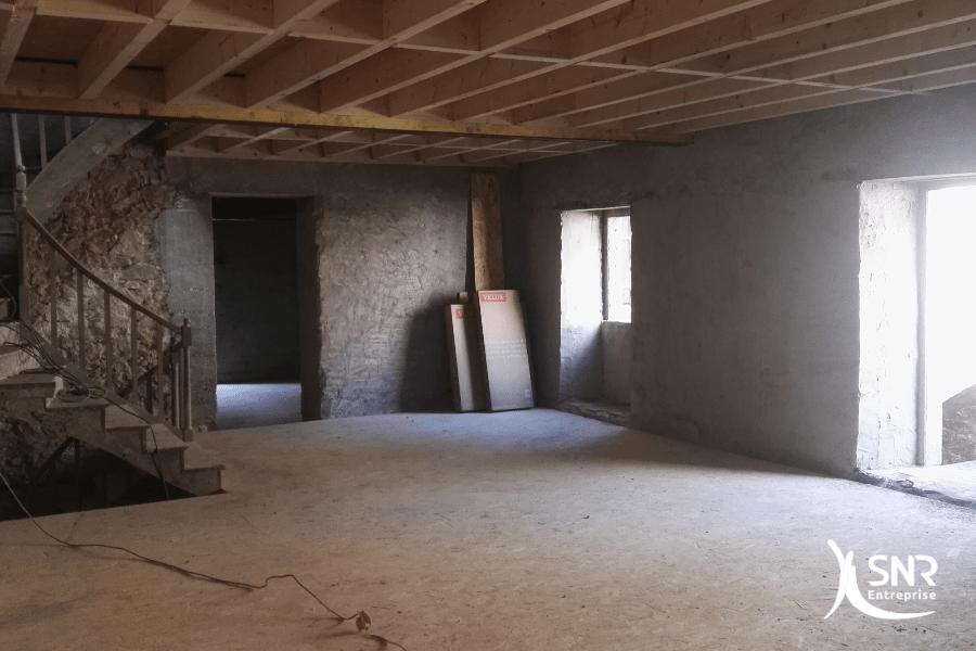 Vue en cours de travaux de renovation maison saint-malo avec création de plusieurs logements locatifs