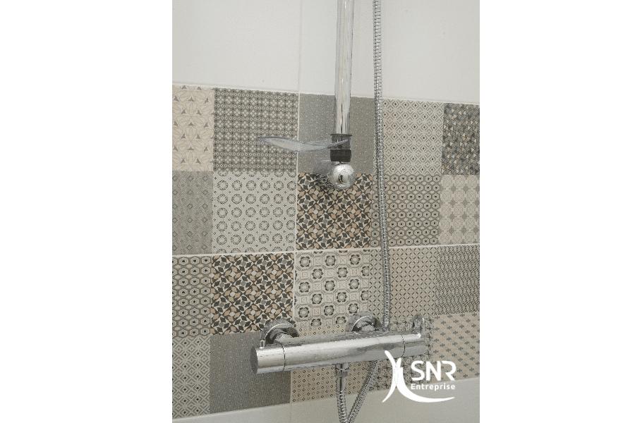 Adaptez-les-motifs-de-faïence-à-vos-souhaits-pour-réussir-votre-projet-de-renovation-salle-de-bain-laval