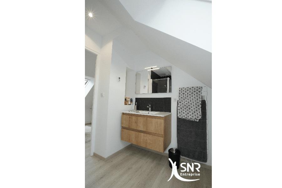 Aménager-une-salle-de-bains-sous-les-combles-vous-aide-à-valoriser-votre-habitat-contactez-SNR-Entreprise