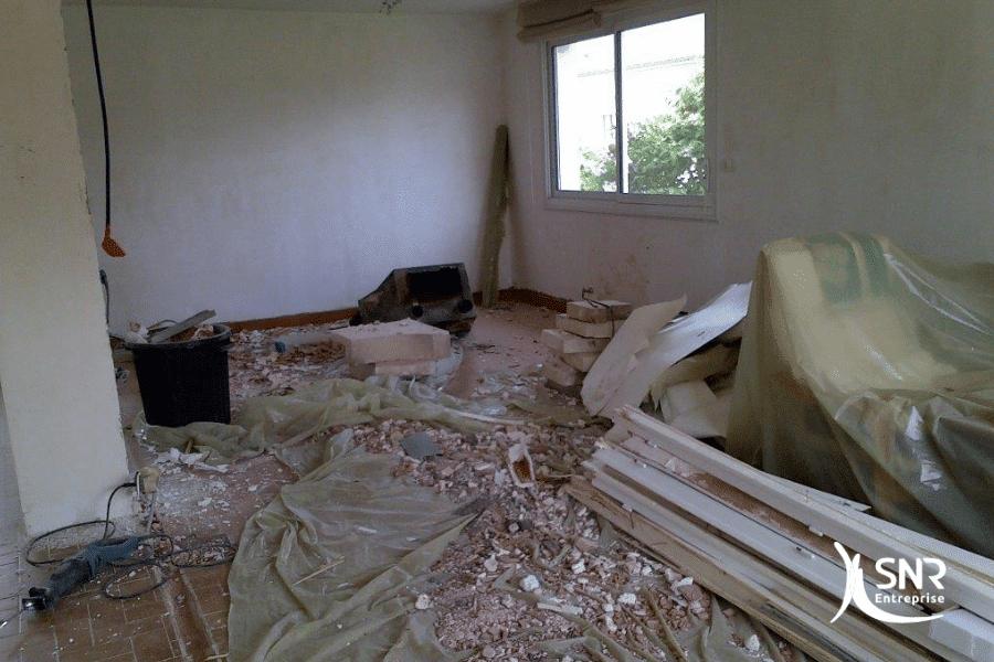 Au-démarrage-du-chantier-de-rénovation-maison-laval-SNR-Entreprise-réalise-les-travaux-de-démolition
