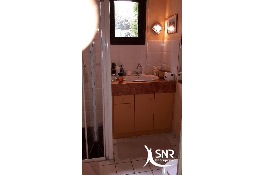 Avant-travaux-SNR-Entreprise-réalise-tous-vos-projets-de-rénovation-salle-de-bain-laval-de-A-Ã-Z