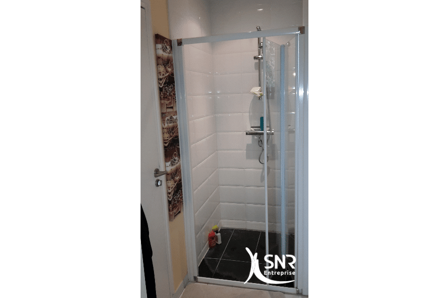 Avant-travaux-rénover-salle-de-bain-saint-malo-avec-un-professionnel-tous-corps-d-états-expérimenté-SNR-Entreprise