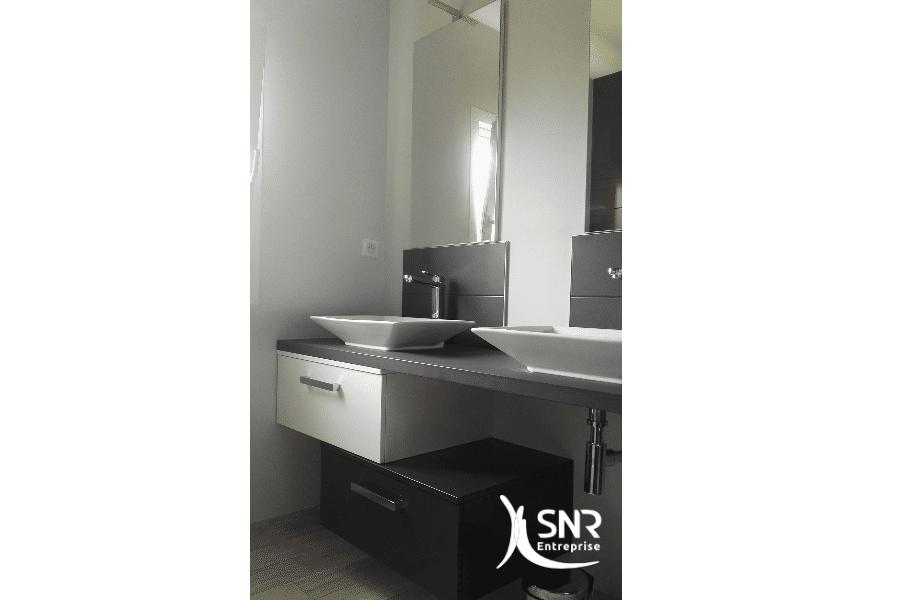 Mise-en-place-d-un-meuble-double-vasque-pour-une-renovation-salle-de-bain-laval