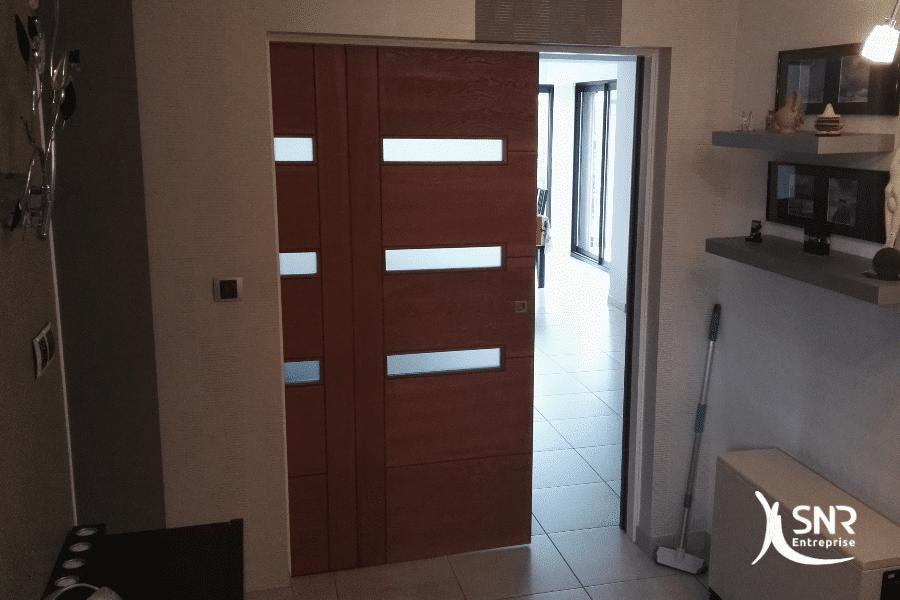 Mise-en-place-d-une-porte-à-galandage-en-bois-massif-dans-le-cadre-d-un-projet-de-rénovation-maison-rennes