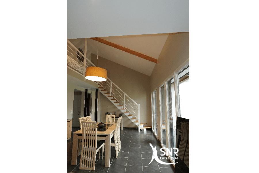 Modernisation-dun-escalier-et-rénovation-de-combles-en-Mayenne-par-SNR-Entreprise