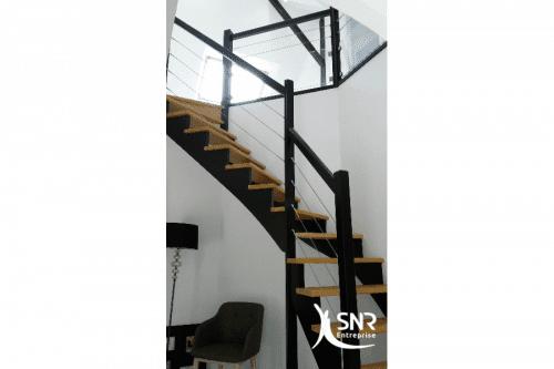 Pose-escalier-sur-mesure-pour-combles-aménagés-par-SNR-Entreprise-en-Mayenne-et-Ille-et-Vilaine-500x333