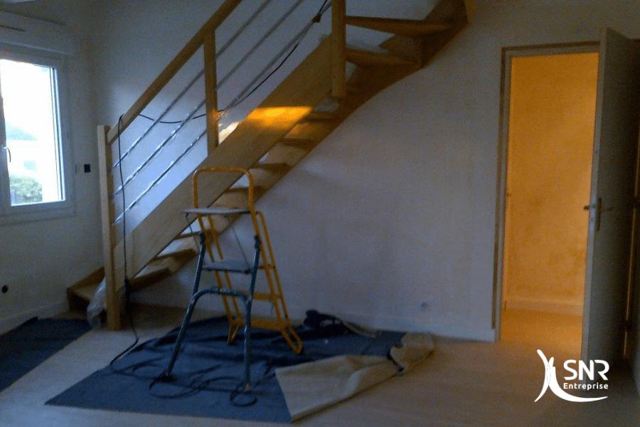 Pour-cette-rénovation-maison-rennes-SNR-Entreprise-a-mis-en-place-un-nouvel-escalier-d-accès-aux-combles-aménagés