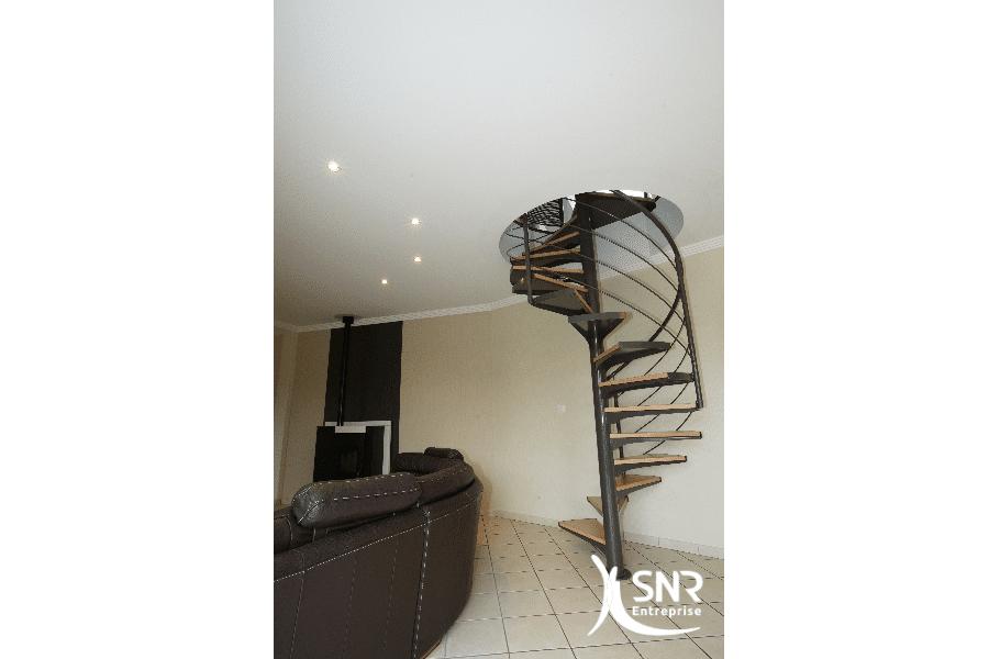Pour-un-accès-confortable-aux-combles-aménagés-SNR-Entreprise-conçoit-lescalier-de-vos-rêves