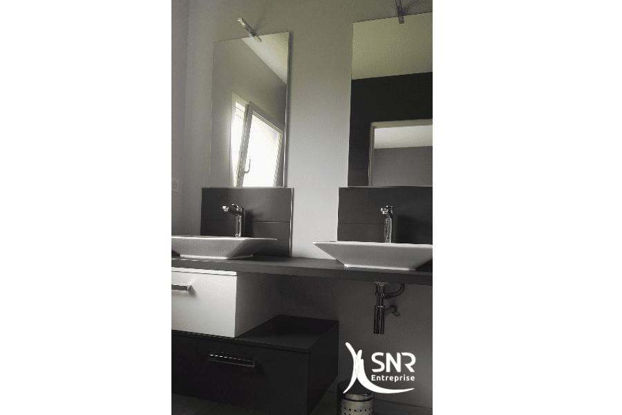 Rénover-sa-salle-de-bain-avec-de-nouveaux-meubles-grâce-à-SNR-Entreprise