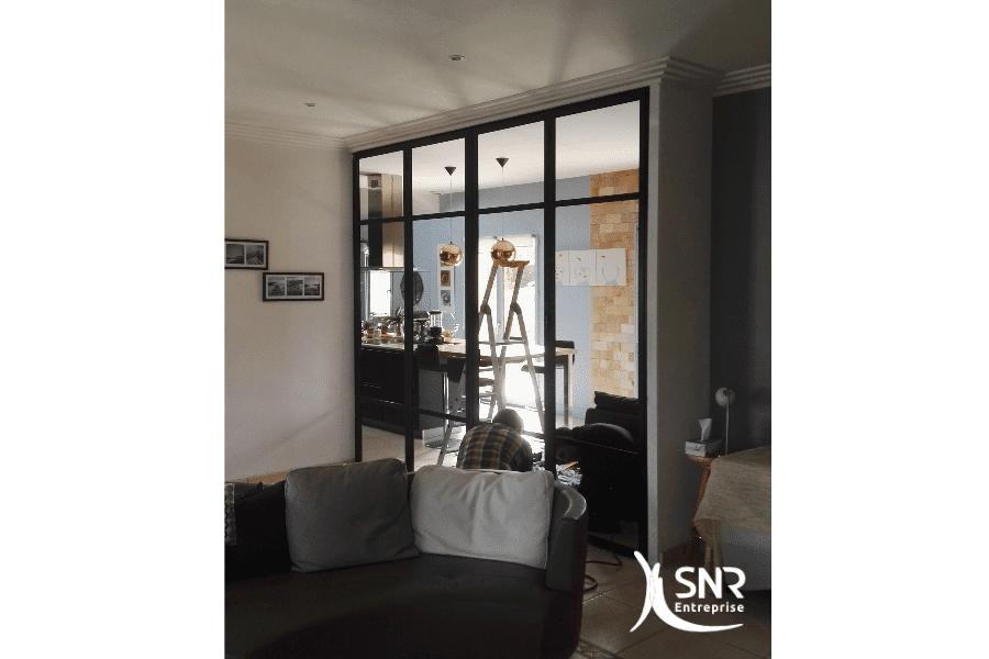 Séparation-de-deux-pièces-avec-une-grande-verrière-avec-ouvrants-centraux-rénovation-maison-rennes-SNR