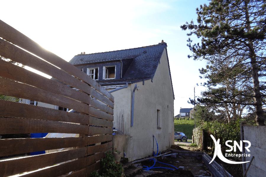 Vue-au-démarrage-des-travaux-dagrandissement-de-maison-ossature-bois-par-SNR-Entreprise-en-Mayenne-et-Ille-et-Vilaine