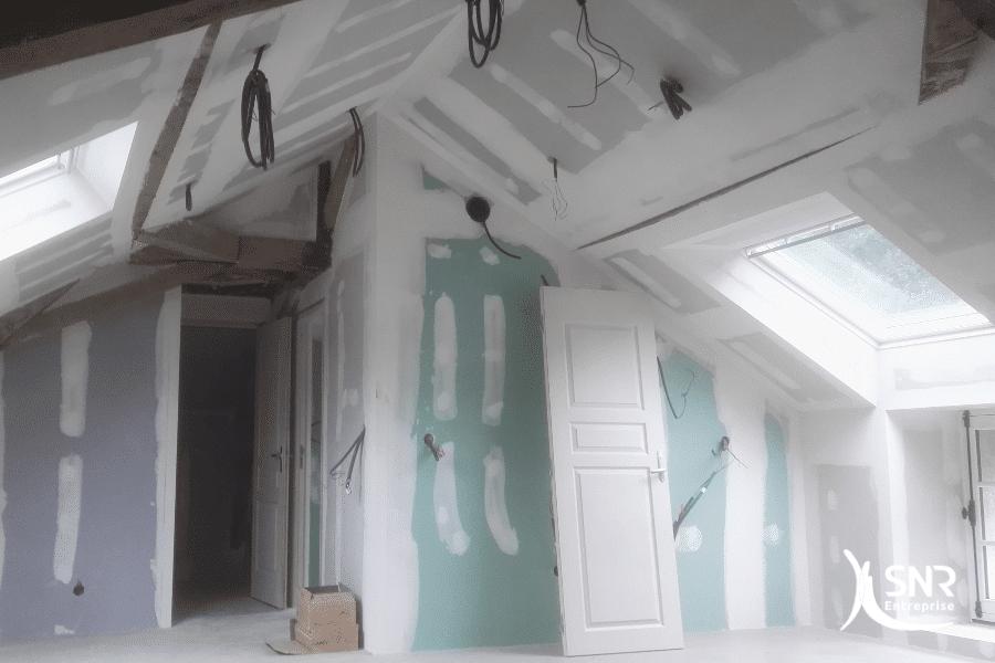 Vue-avant-travaux-de-peinture-maison-laval-par-SNR-Entreprise-projet-aménagement-combles-mayenne-clé-en-main