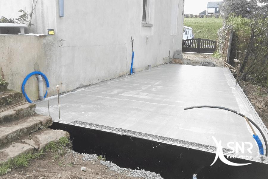 Vue-en-cours-de-travaux-de-maçonnerie-pour-réalisation-dun-agrandissement-maison-laval-par-SNR