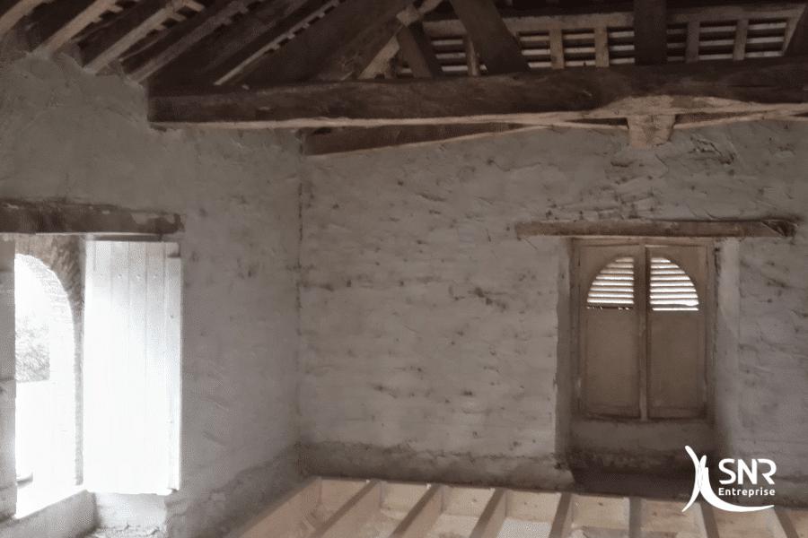 Vue-en-cours-de-travaux-pour-aménagement-de-combles-mayenne-avec-création-plancher-porteur