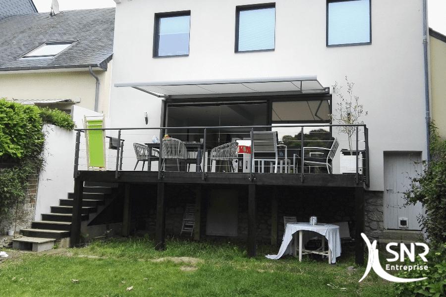Vue-extérieure-après-création-dune-terrasses-surélevée-par-SNR-Entreprise-professionnel-RGE-de-vos-projets-de-rénovation-maison